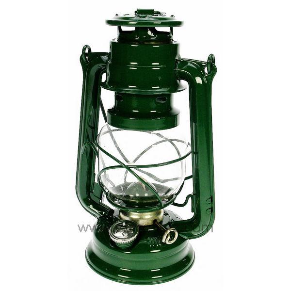 Lampe A Petrole Et Lampe Tempete